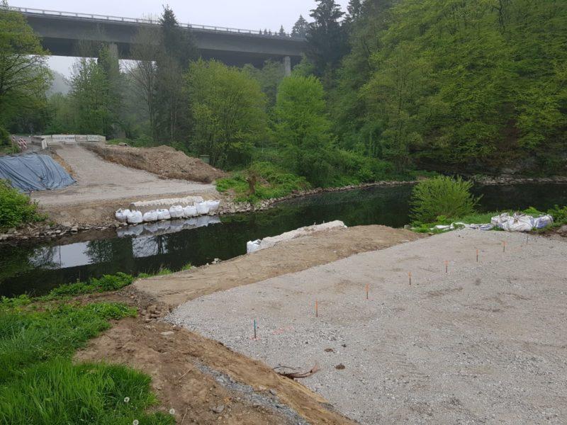 2 5 19 Die Auflagepunkte der neuen Brücke werden vorbereitet